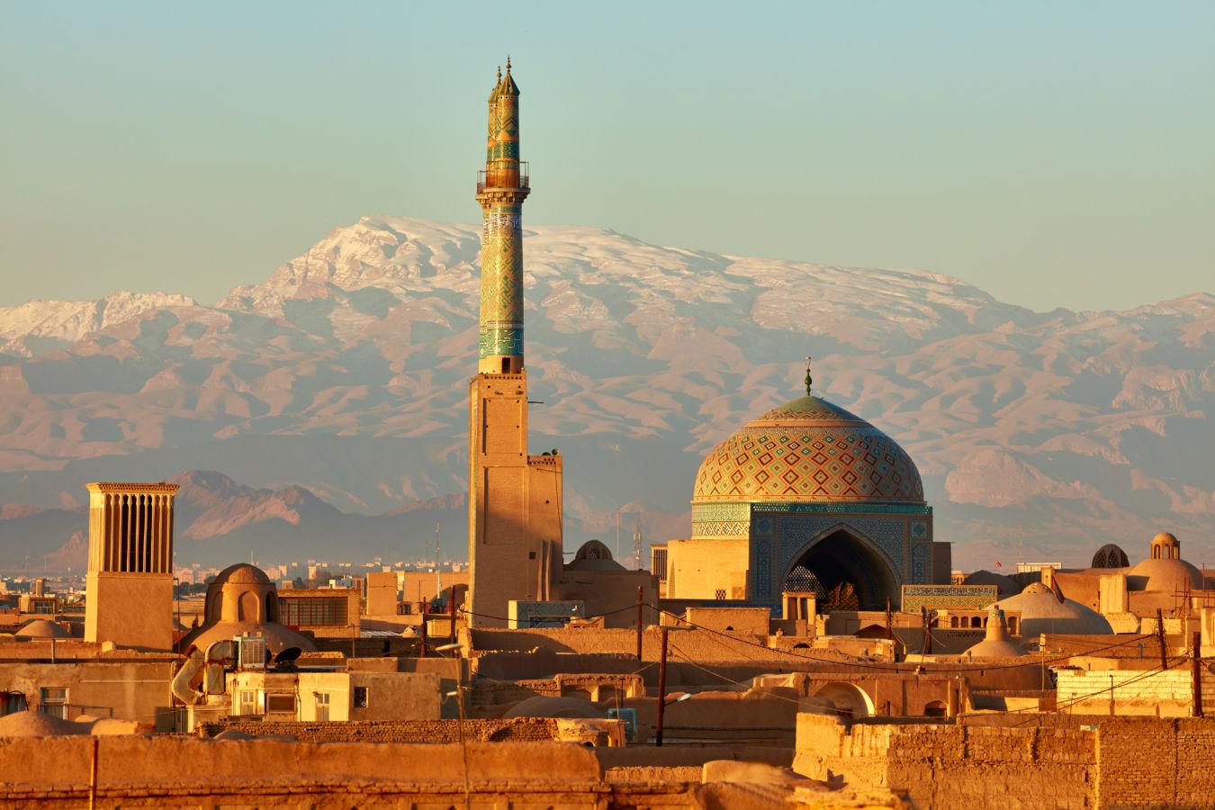 Ciudad de Yazd en Irán, al amanecer