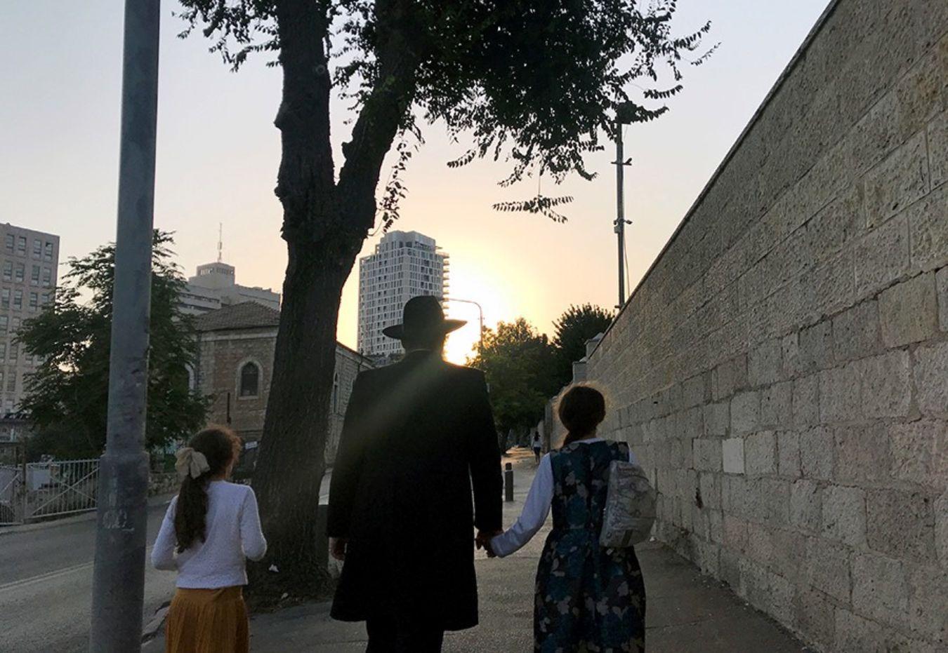 Irsarelís paseando en la ciudad de Tel Aviv