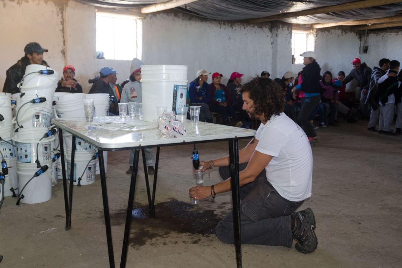 Voluntariado en Ecuador para instalar filtros purificadores de agua en zonas rurales
