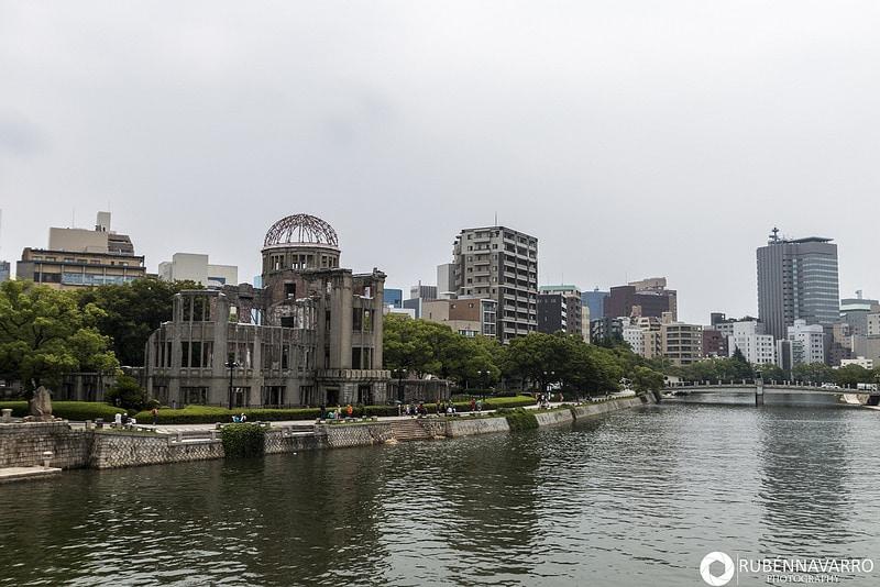Vistas del río y de la ciudad de Hiroshima en Japón