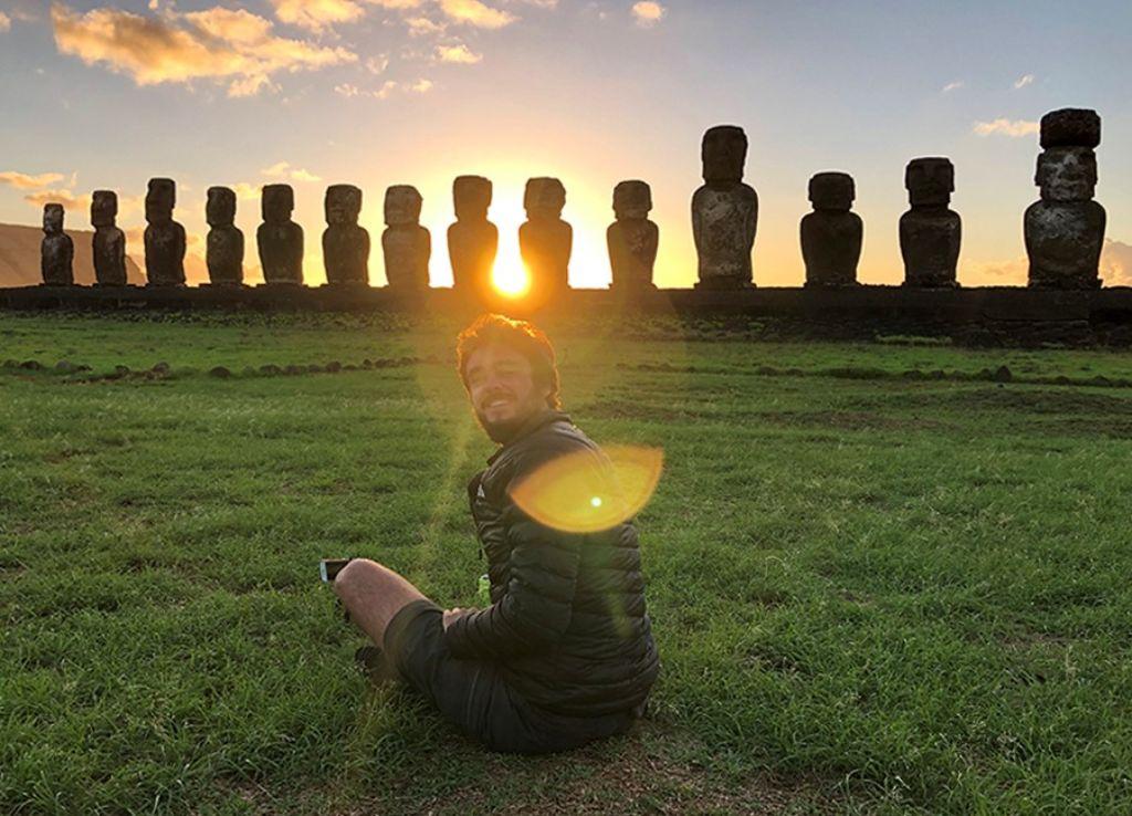 Amanecer en Tongariki en la Isla de Pascua