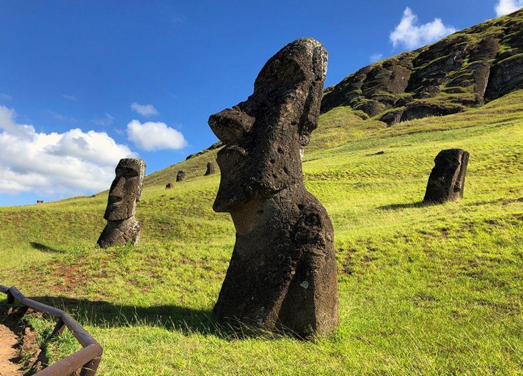 Estatua en Ranu Raraku en la Isla de Pascua