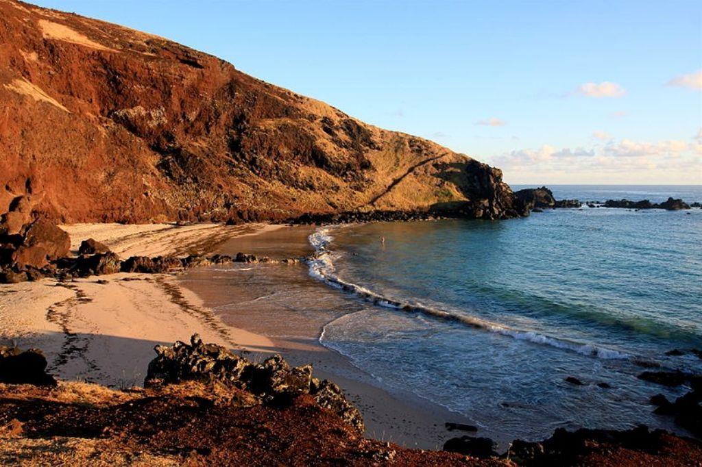 Playa de Ovahe en la Isla de Pascua