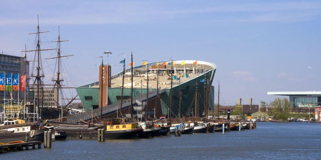 Le Dak, restaurante en NEMO, museo barco de las ciencias en Amsterdam