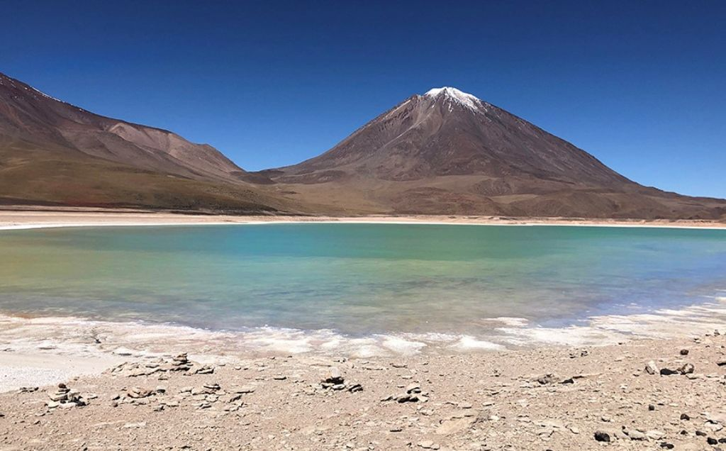 Laguna verde del Salar de Uyini Bolivia