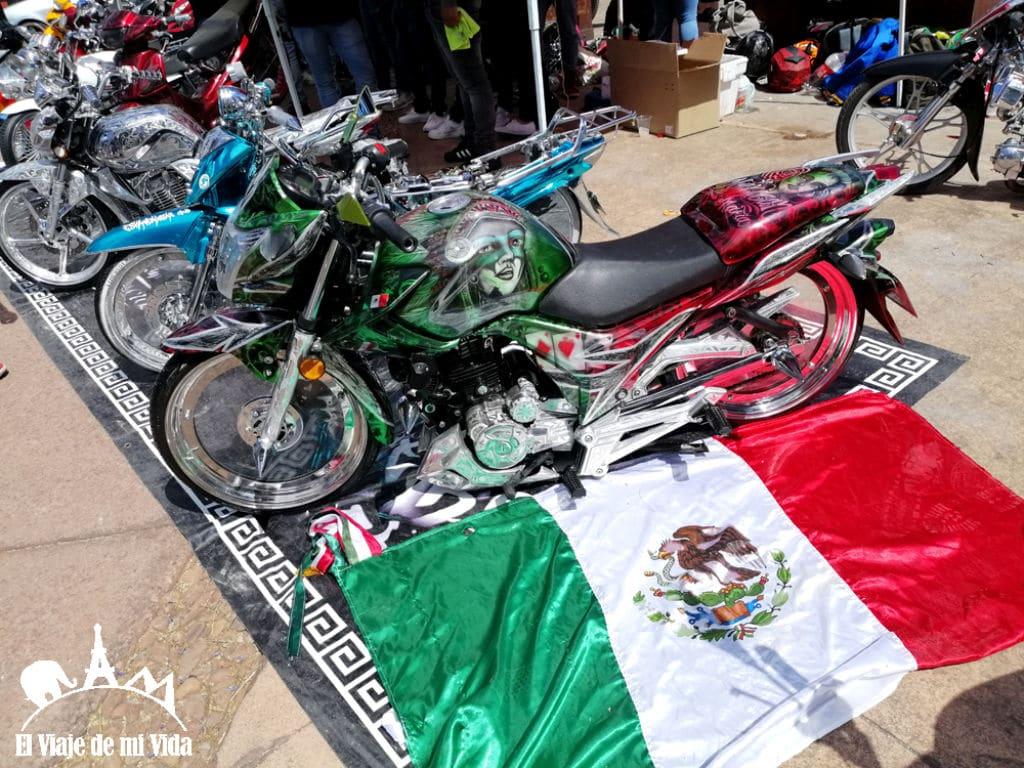 motos con la bandera de mexico
