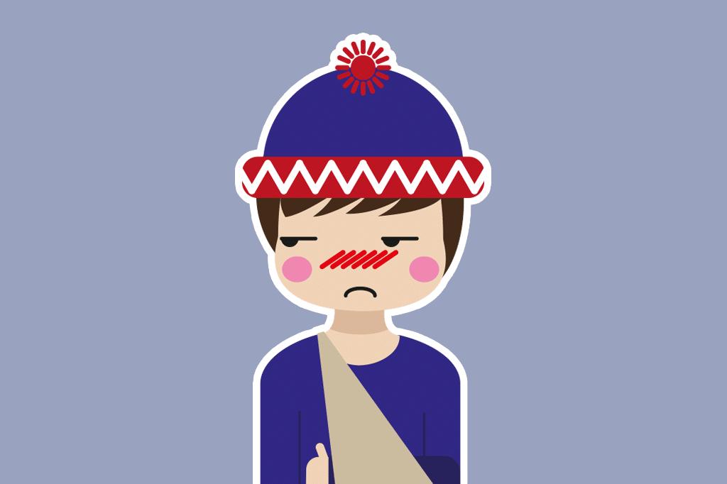 chico con brazo vendado y gorro