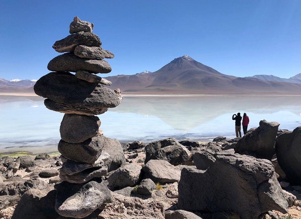 Pareja en la Laguna Blanca del Salar de Uyini Bolivia