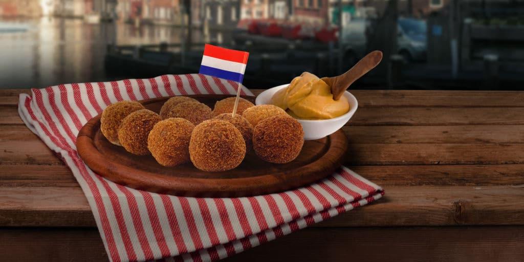 croquetas comida holandesa bitterballen con salsa de mostaza