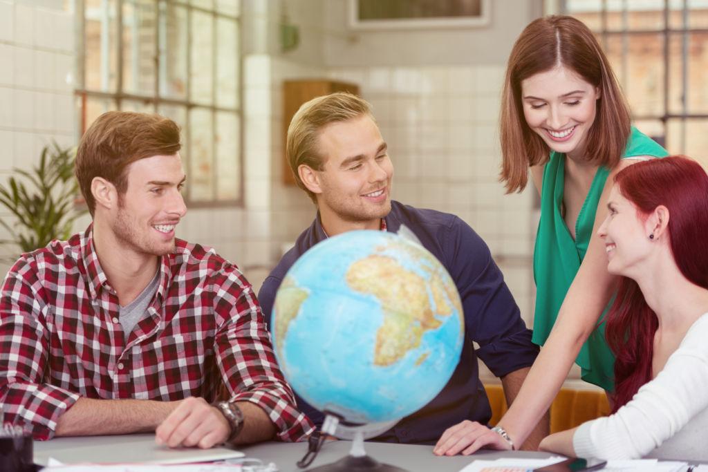 chicos en intercambio idiomas estudiar inglés