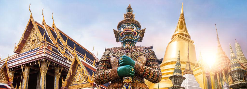 Se puede viajar a Tailandia. COVID-19 Wat Phra Kaew Templo Buddha en Tailandia Bnagkok seguro de viaje para turistas