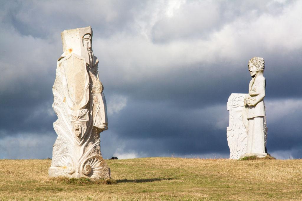 Valle de los Santos de Carnoët Estatuas isla de pascua  lugares para visitar Francia