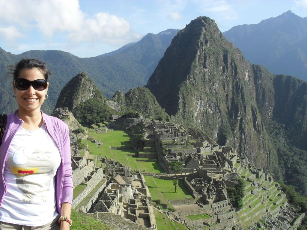 chica en el machu picchu en Perú