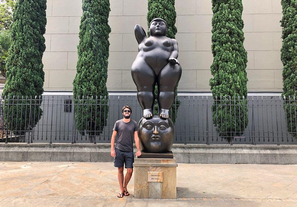chico estatua botero medellin colombia