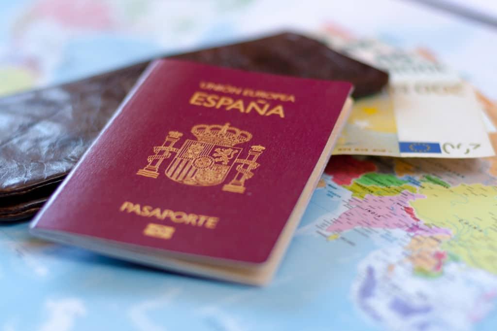 pasaporte español perdido billetes de avión mapa movil