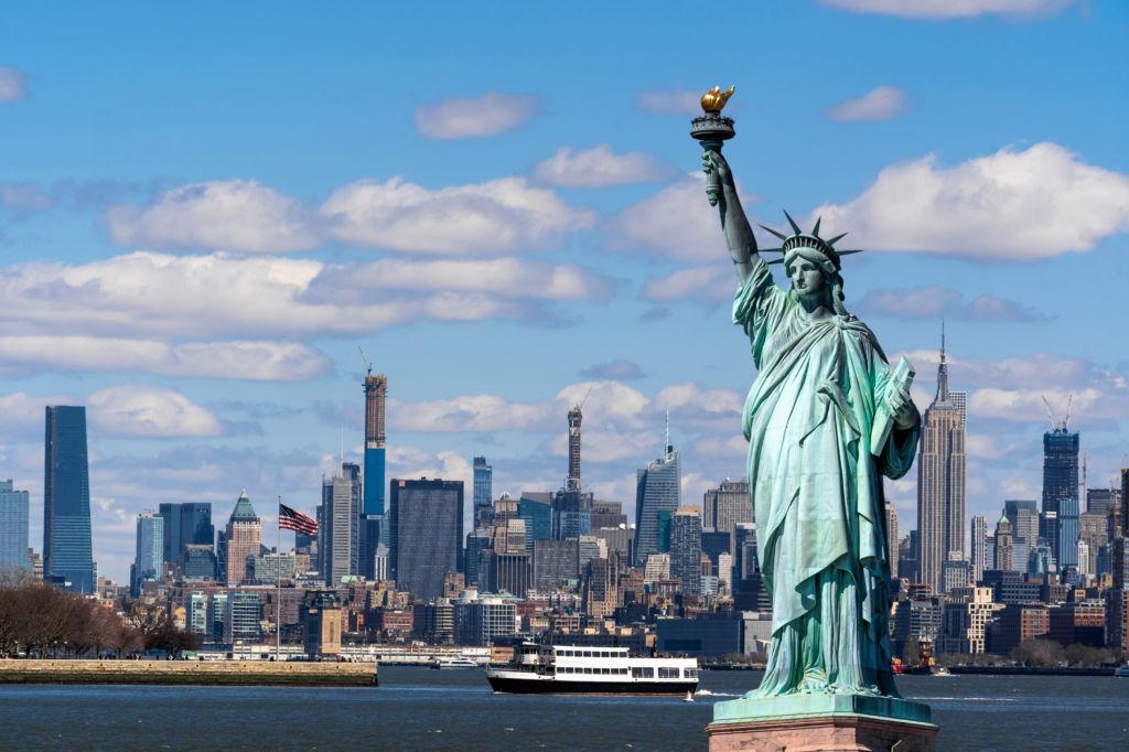 estatua de la libertad réplica monumento