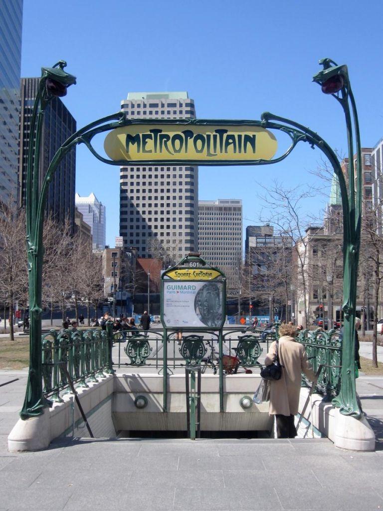 réplicas monumentos metro parís