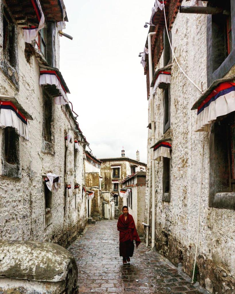 monje tibetano calle