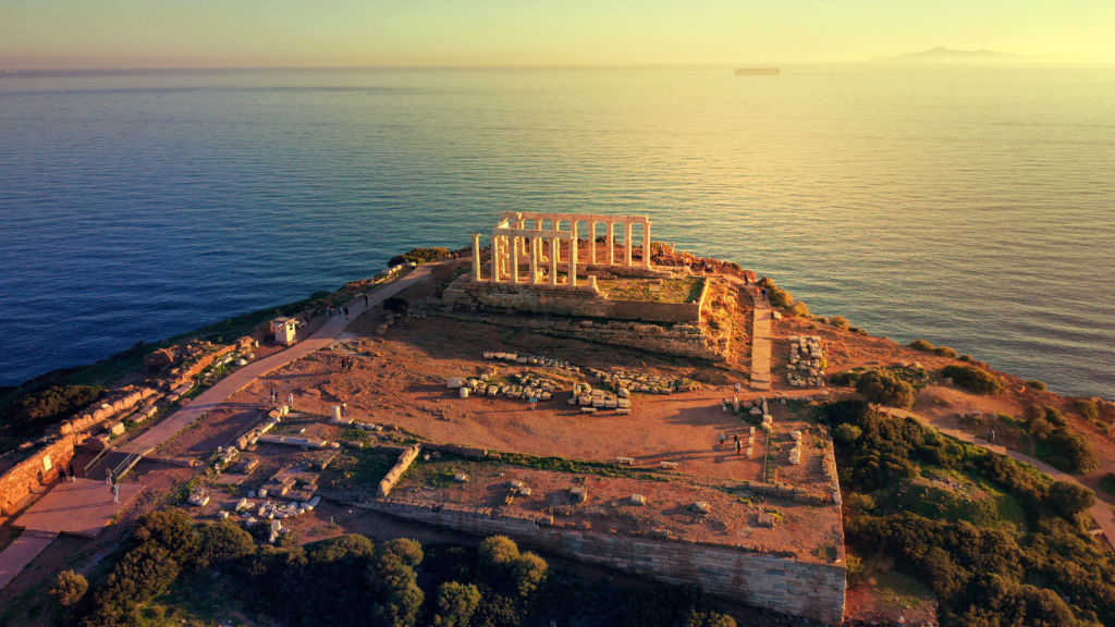vista aérea puesta sol en cabo Sunión que ver en grecia templo griego mar