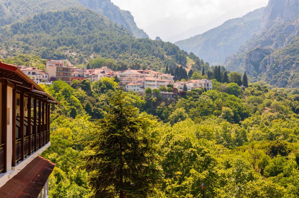 Litochoro grecia pueblo turistico olimpo montaña