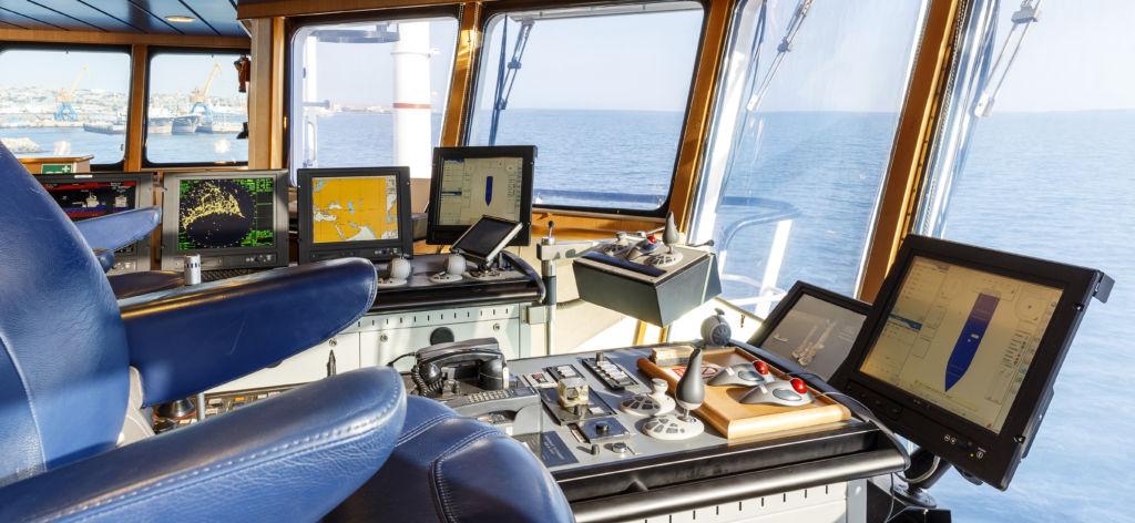 cabina del capitán en un barco