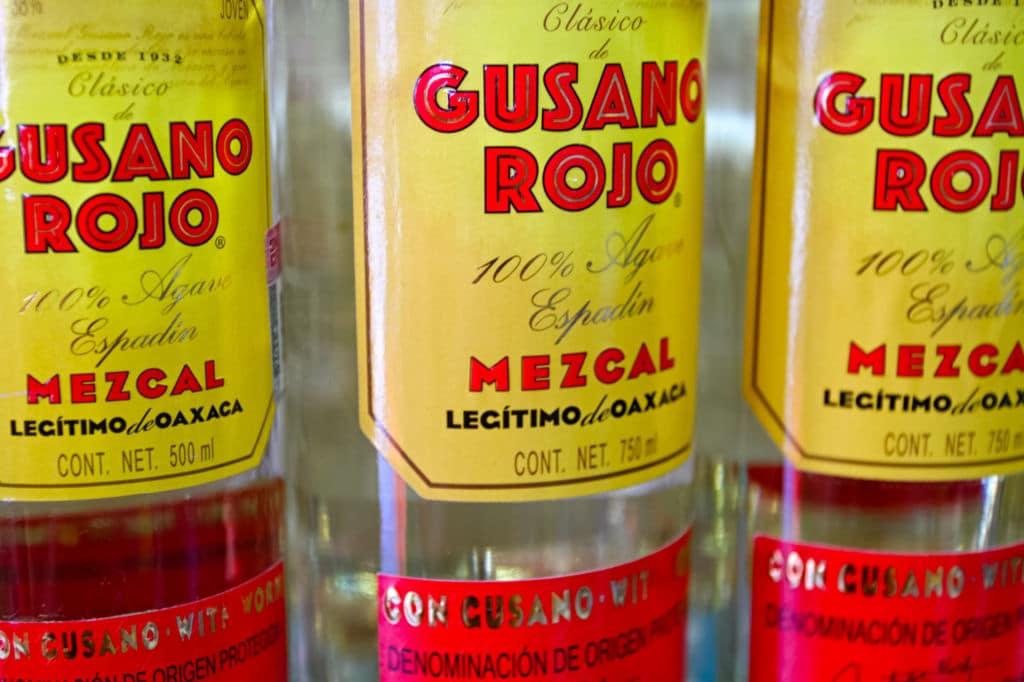 mezcal, una de las bebidas más típicas de México
