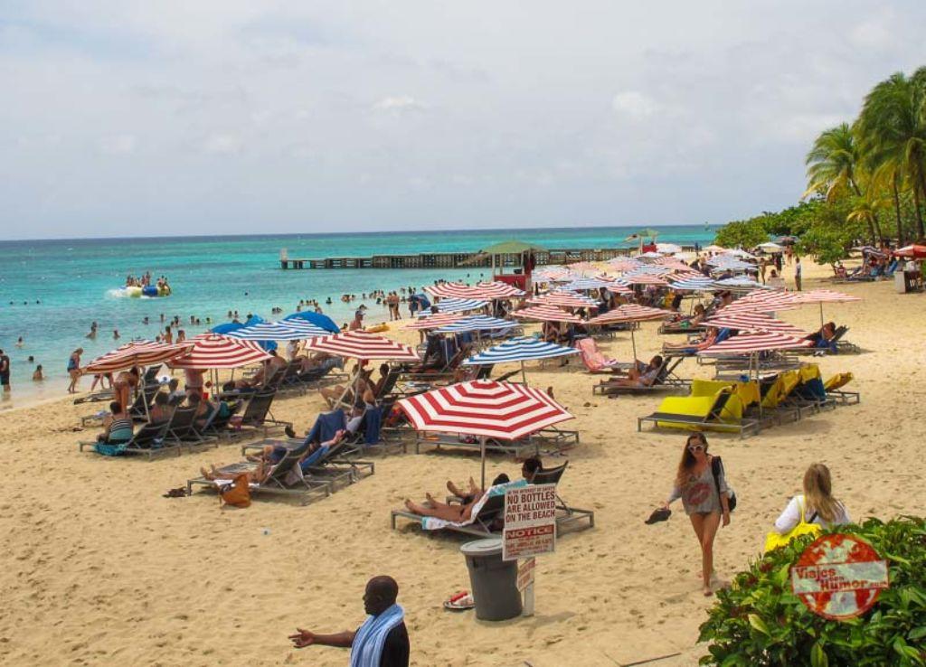 playa turística viaje a Jamaica viajes con humor