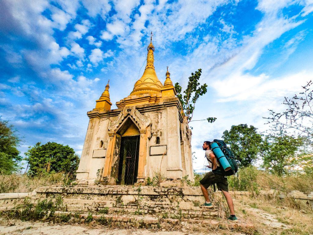 mochilero Los Viajes de Walliver templo