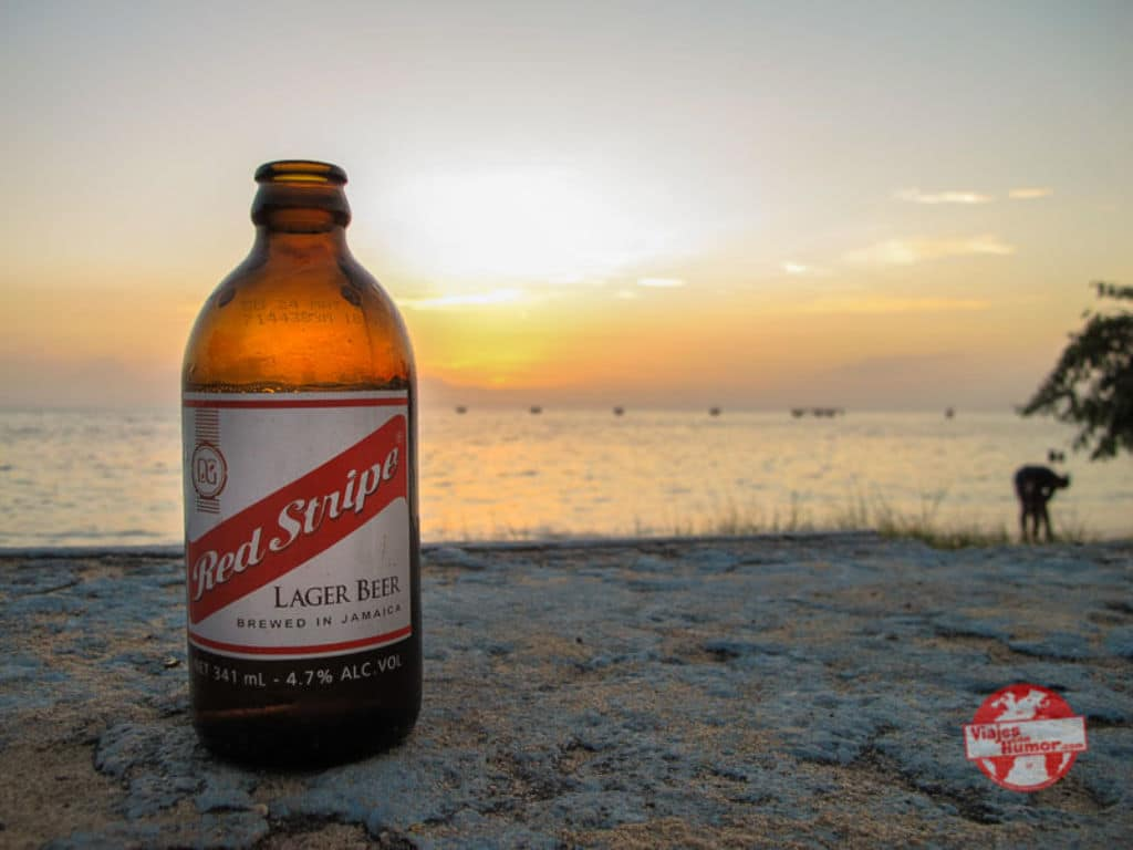 cerveza jamaicana Red Stripe viaje a Jamaica viajes con humor