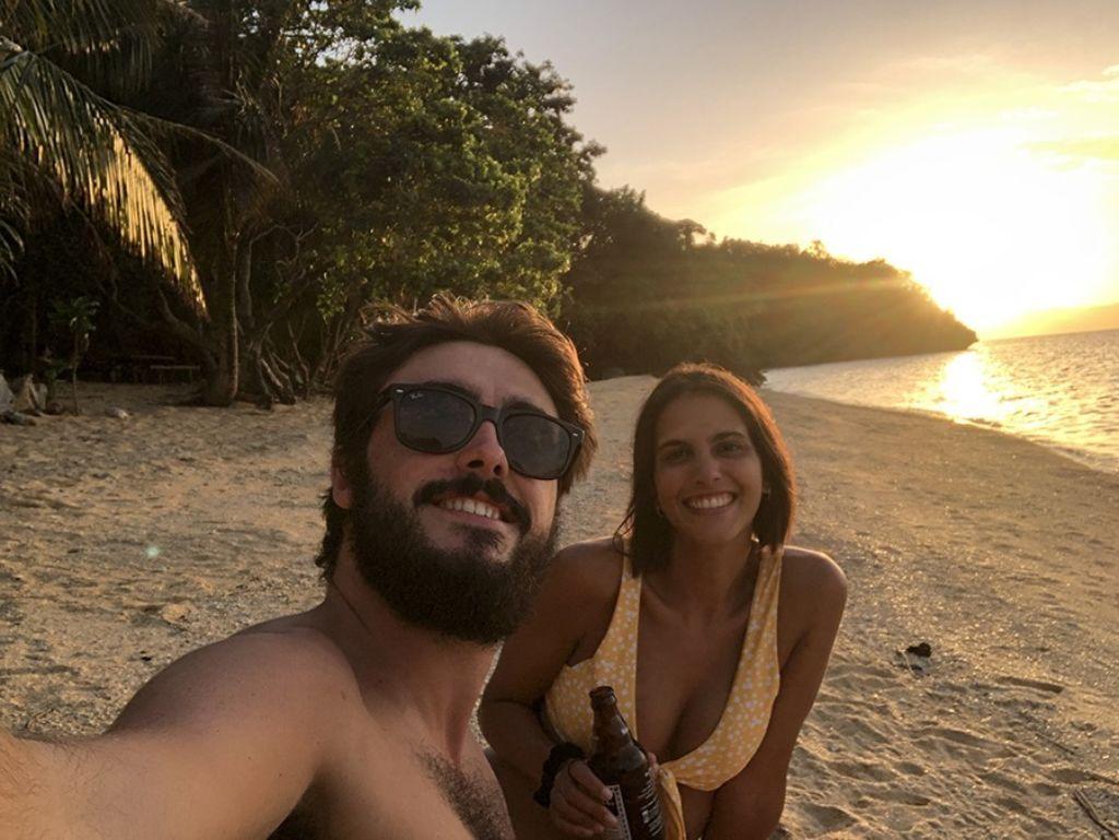 mono viajero atardecer en Filipinas
