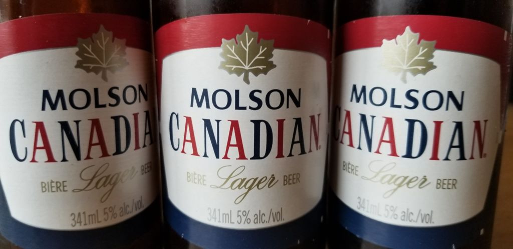 botellas de Molson canadian cerveza tipica canadá