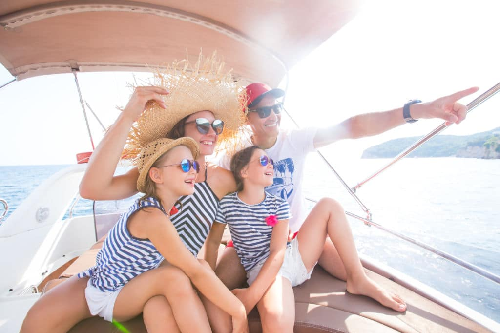 por qué dar la vuelta al mundo en familia razones familia en un barco
