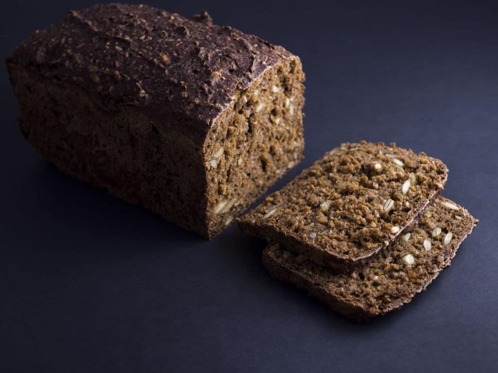 pan de centeno típico en el norte de Europa. Dinamarca Rugbrød