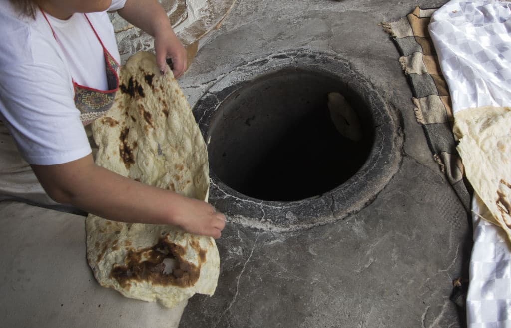 tonir horno típico de Armenia para preparar el lavash pan típico panes del mundo
