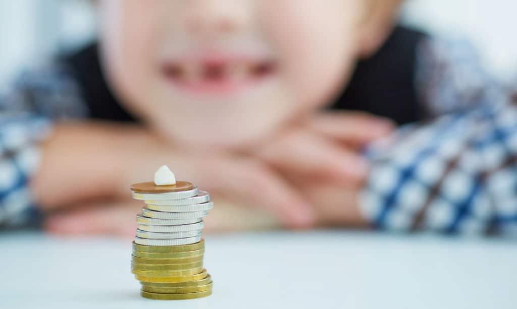 el ratoncito Pérez en otros países monedas niño dientes de leche