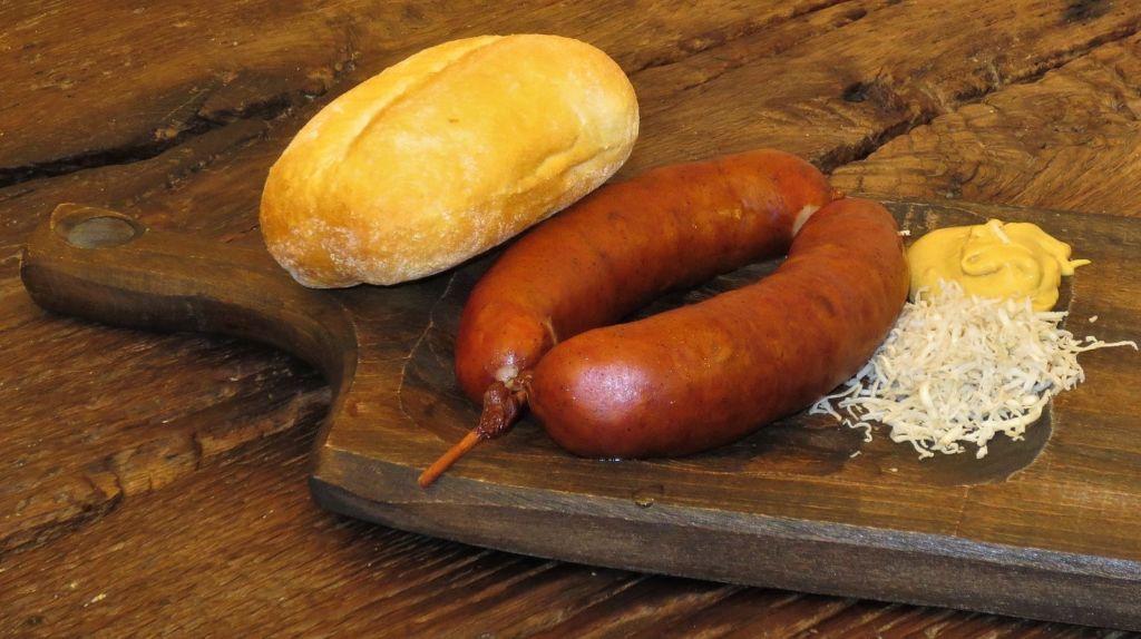salchicha típica Eslovenia y Austria origen krainerwurst o kranjska klobasa