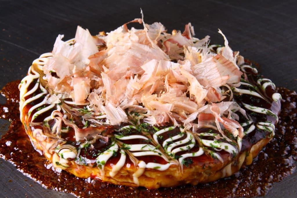platos típicos de Japón okonomiyaki