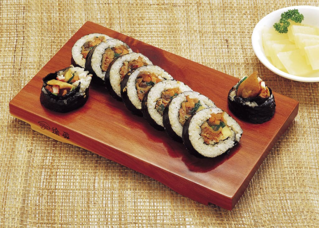 plato parecido al sushi típico en Corea del Sur diferencias Kimbap o gimbap