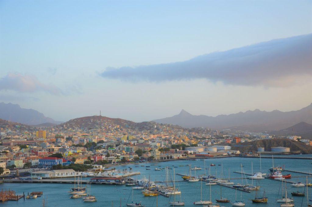 Mindelo-ciudad-cabo-verde con vistas al océano en Santo Antão