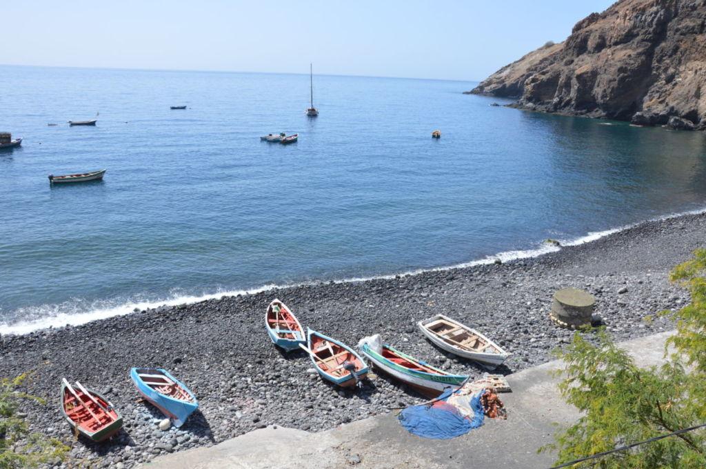 barcas-pescadores-en-monte-de-trigo-cabo-verde-santo-antao-rutas  Santo Antão