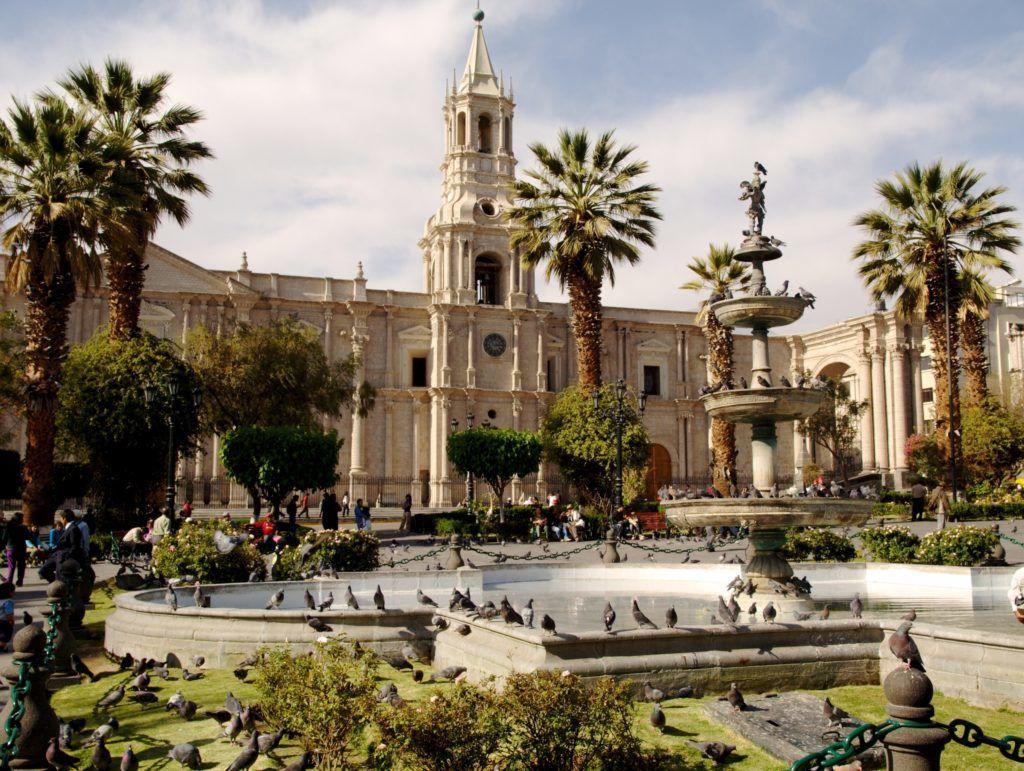 plaza de armas Arequipa entre los lugares  imprescindibles perú