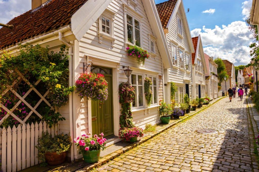 casitas blancas del centro de stavanger viajar a noruega