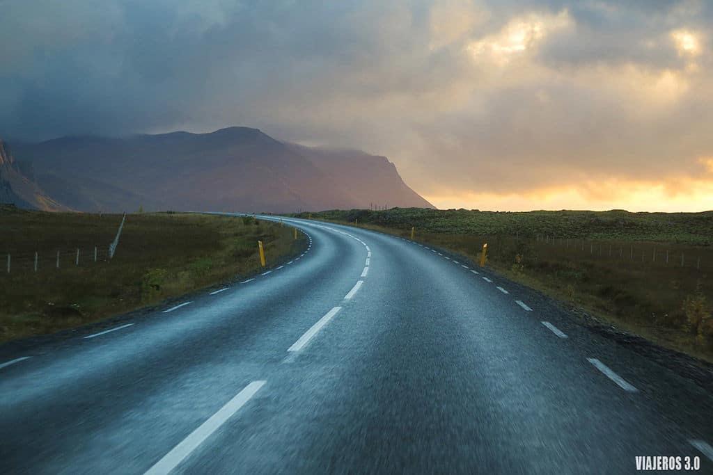 Rebeca viajeros 3.0 carretera Islandia consejos para conducir en Islandia road trip