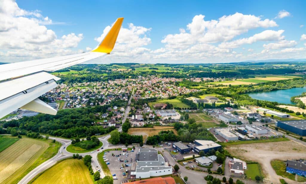 aeropuerto internacional repartido entre tres países: Francia,  Suiza y Alemania