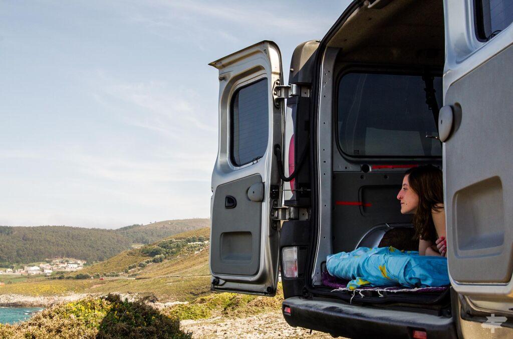 los consejos de Caminos Opuestos sobre cómo camperizar una furgoneta