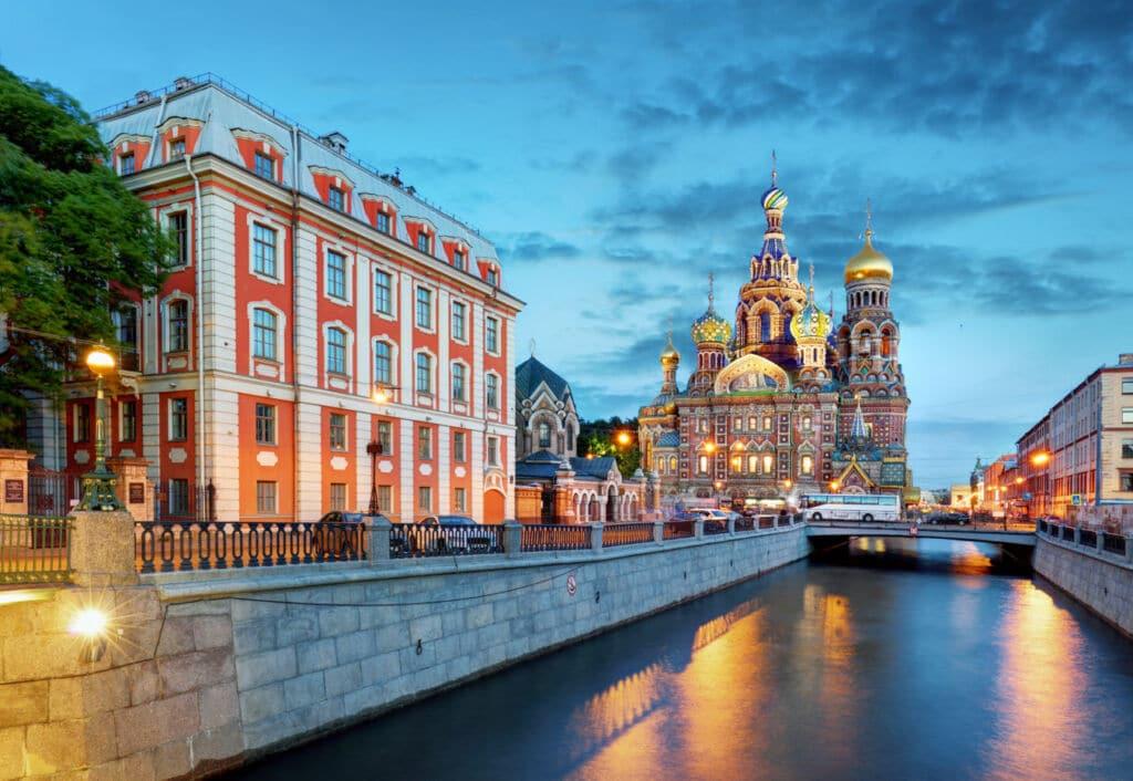 el canal Griboyedov de San Petersburgo es uno de los canales más bonitos del mundo