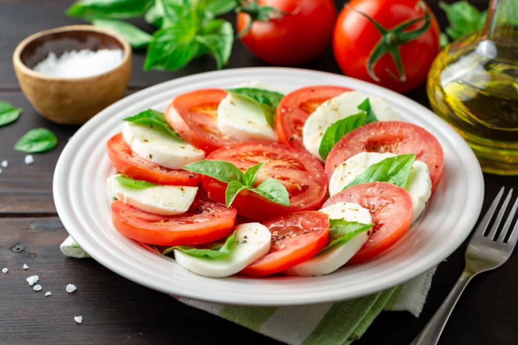 ensalada Caprese una de las ensaladas más famosas del mundo