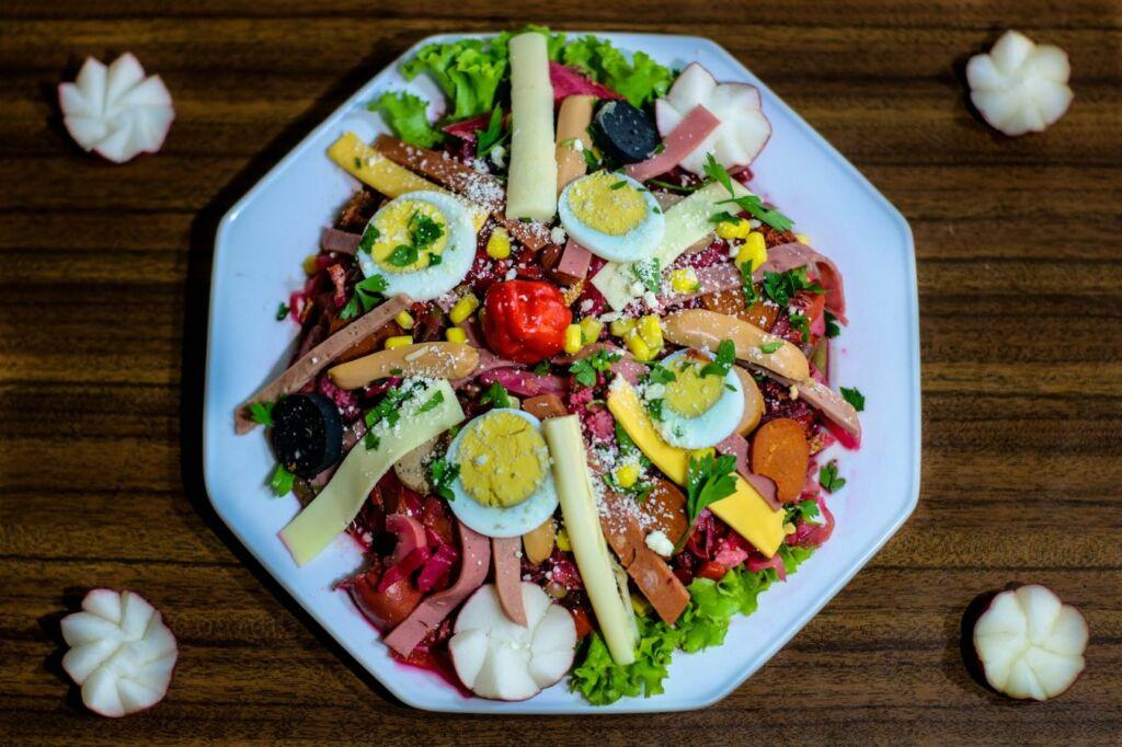 Fiambre, ensalada conocida de Guatemala con más de 50 ingredientes
