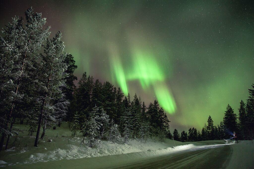 dónde ver las mejores auroras boreales finlandia