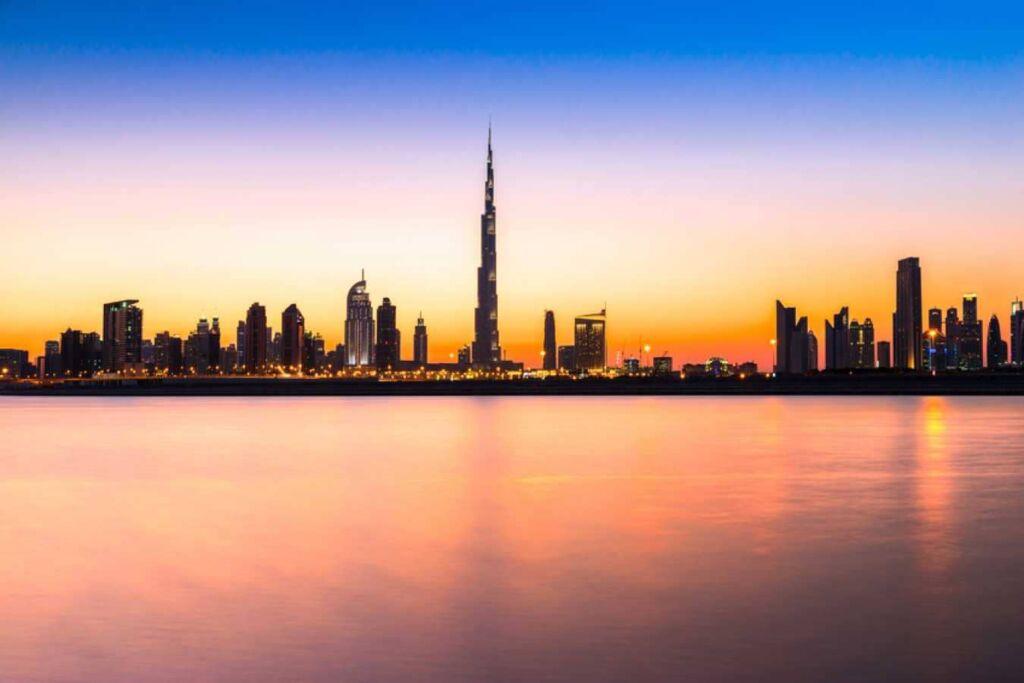 a dónde puede viajar desde España sin estar vacunado Dubai